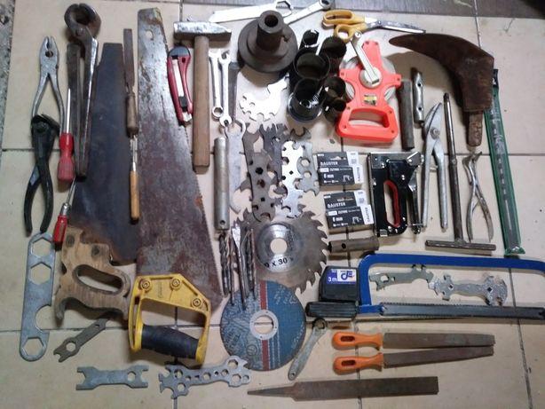 Zestaw narzędzi- starsze i nowsze