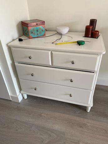 Comoda Ikea em optimo estado e com pouco uso