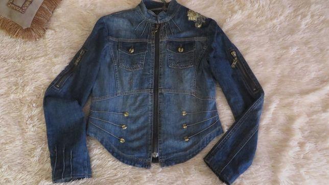 Джинсовая куртка или джинсовка- 500 рублей.