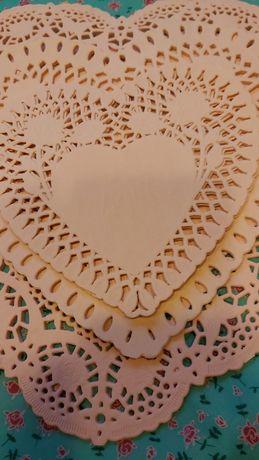 Papierowe angielskie serwetki sztywne wycinane ażurowe serca walentynk