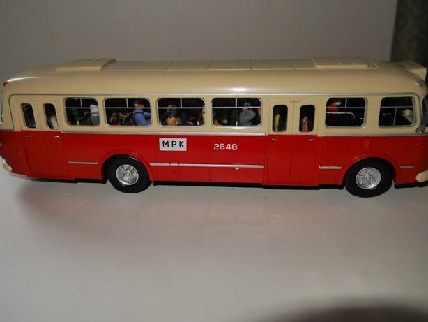 1:43 Autobusy Jelcz 272 Mex z figurkami w środku