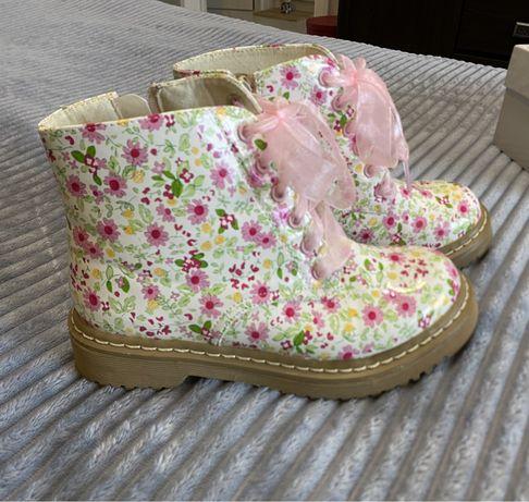 Продам ботиночки девичьи