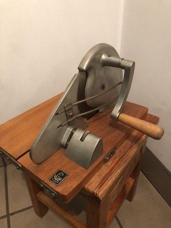 Stara maszynka do krojenia chleba kolekcjonerska