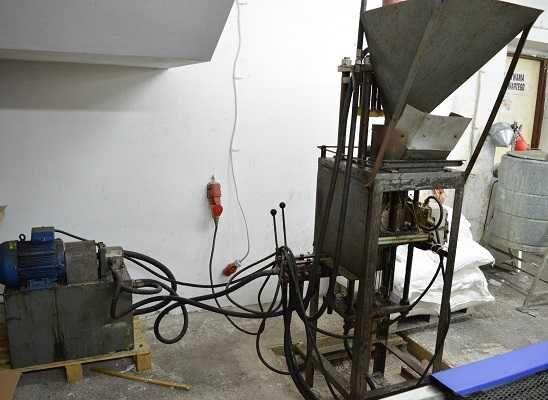 Prasa hydrauliczna do wyprasek parafinowych - produkcja wkładów