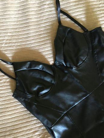 Шкіряне чорне плаття