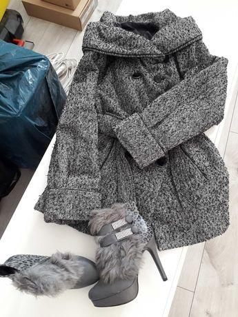 Wyprzedaż szafy: płaszczyk i botki