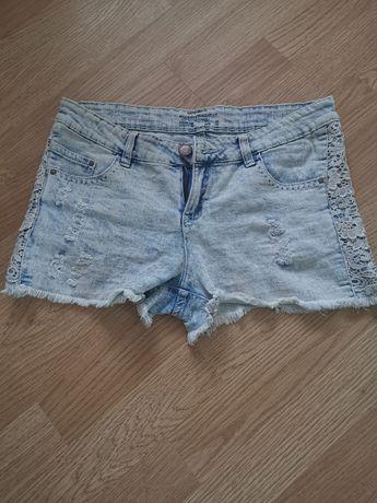 Spodenki jeans koronka