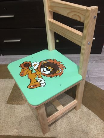 Продам дитячі стільці.