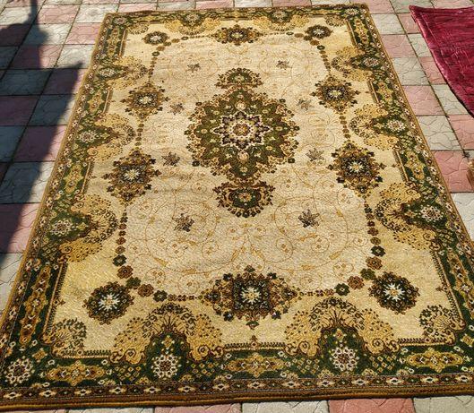 Продам килим в хорошому стані