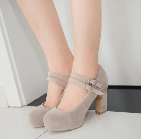 Туфлі на каблуку Бежеві колір 35 розмір