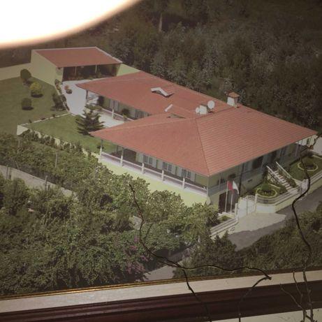 Moradia 4 suites e garagem para 40 carros perto do Pingo Doce Penafiel