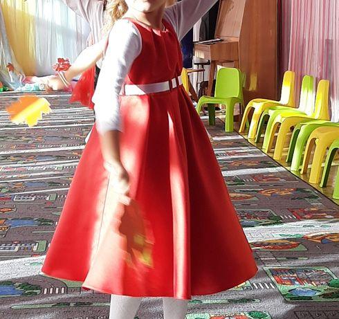 Шикарное фирменное платье, атлас на девочку