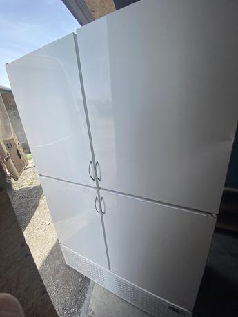 Холодильник четерыхдверный