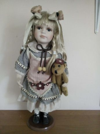 Продам куклу коллекционную