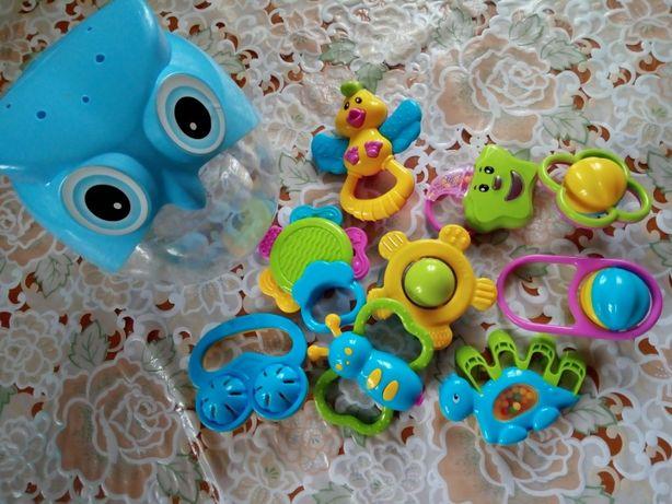 Первые игрушки для самых маленьких