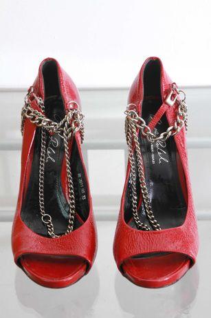 Czerwone skórzane lakierowane szpilki z łańcuszkami, obcas 12 cm