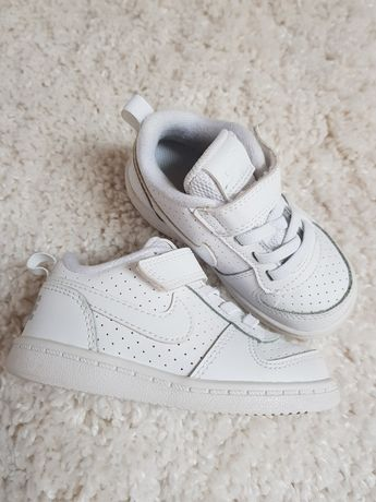 NIKE court 22 białe buciki adidasy jak nowe na rzep buty