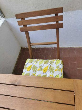Mesa de Madeira com 2 cadeiras