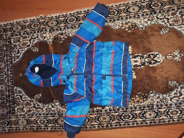 Продам 2 комбинезона зима , куртка зимния  , куртка осень
