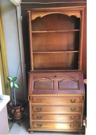 Escrivaninha e estante em madeira para restaurar