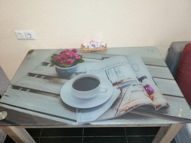 Продам стол кухонный.