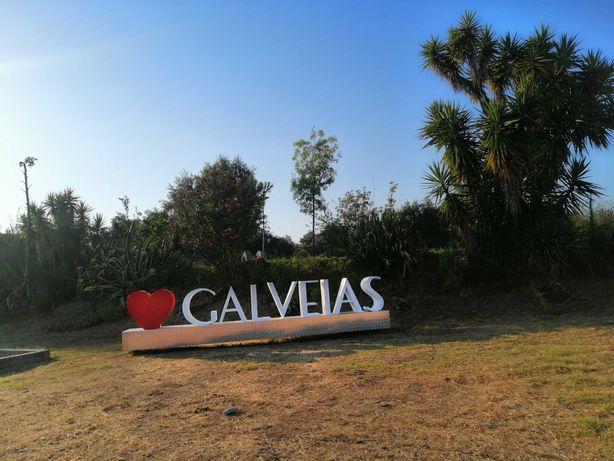 Vende-se casa destruida com terreno Galveias