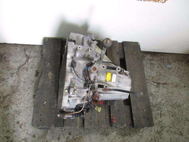 Caixa de velocidades E outras peças de duas KIA CARNAVAL completas