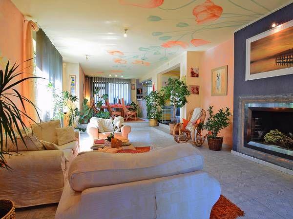 Kolorowy dom na ciekawe wydarzenia