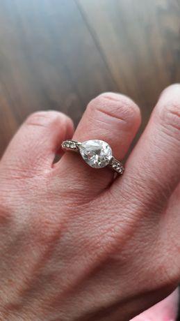 Srebrny pierścionek Apart p. 925 z cyrkoniami i dużym oczkiem