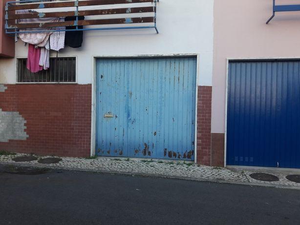 Vendo garagem  com casa de banho