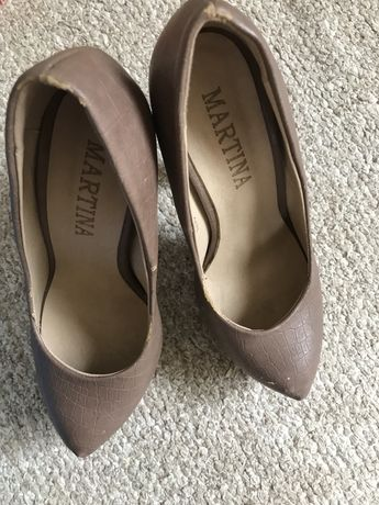 Кофейного кольору туфлі