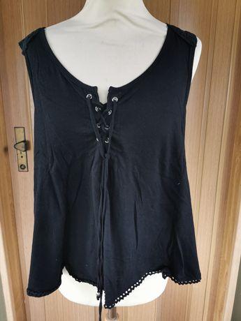 Top preto com atilhos e renda bordada nas costas