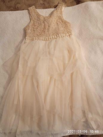 Продается нарядное платье на девочку 3-4 лет