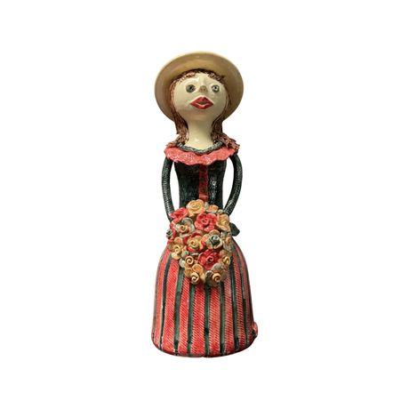 Boneca em Ceramica Vidrada e pintada a mão