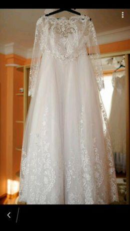 Продам красиву весільню сукню