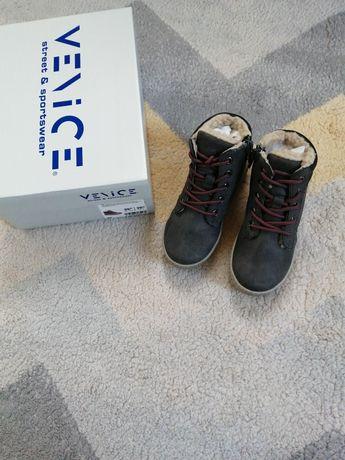 Nowe buty chłopięce, ocieplane. Rozmiar 26