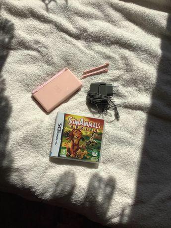 Różowe nintendo DS lite wraz z grą Sim Animals Afrika