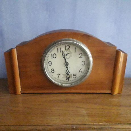 Настольные ( каминные) старые часы в деревоянном корпусе
