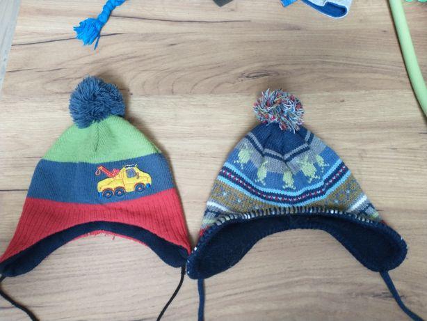Wiązane ciepłe czapki dla chłopca rozmiar 42/44