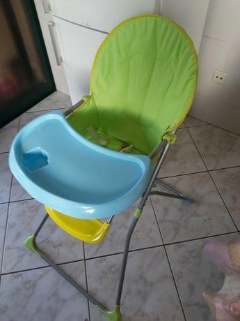 Cadeira para comer com tabuleiro