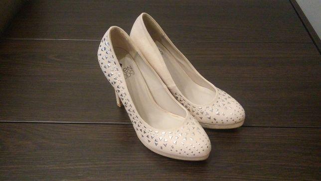 Туфлі мешти жіночі