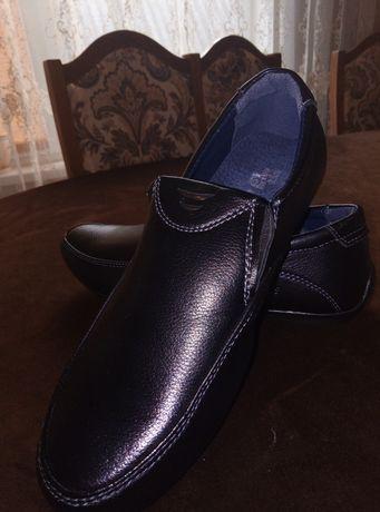 Макасіни, туфлі, лофери