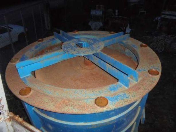 Molde de argolas, tubos e máquina