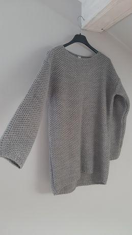 Szary sweterek  .