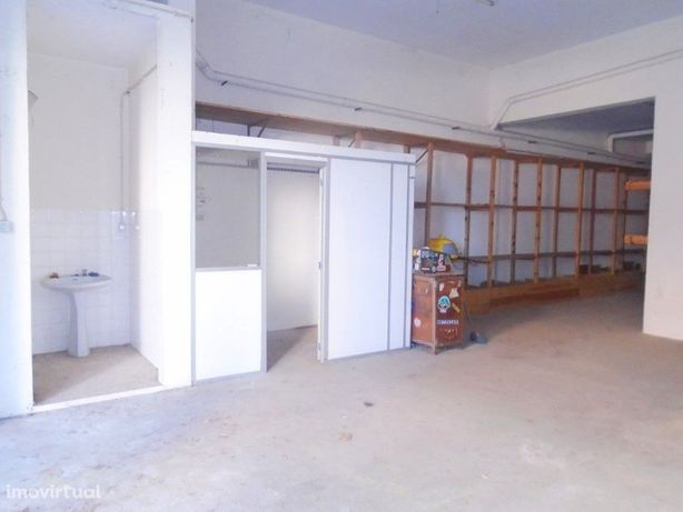 Armazém com 141 m² na Cruz da Areia e perto do centro de ...