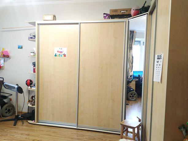 1к. Жуковского. Очень светлая, большая комната. Просторная кухня.
