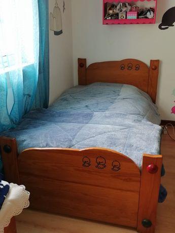Conjunto de quarto em madeira maciça para criança