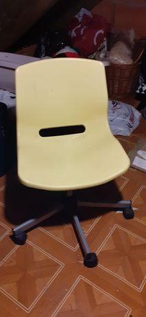 Krzeslo do biurka biurowe żółte IKEA