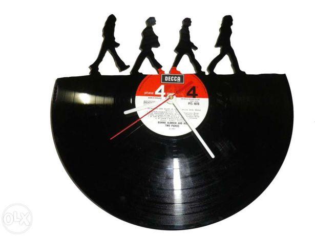 Relógio de parede Beatles Abbey Road com um Disco de Vinil