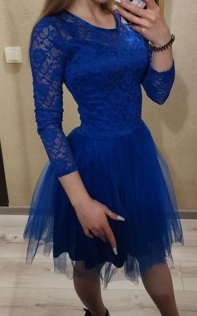 Нарядное женское платье